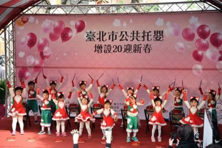 以幼兒園兒童舞蹈擊鼓表演,熱鬧歡迎柯文哲市長及貴賓們