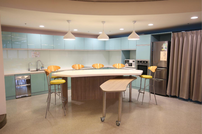 台北市婦女館提供一個共享歡聚的烹飪空間,可以與家人好友共度輕鬆美好時光