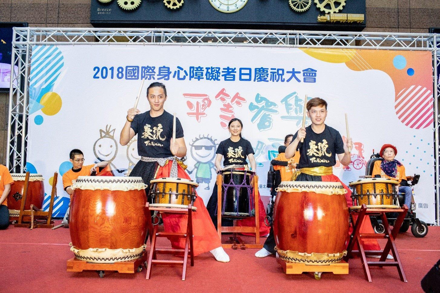 HARU太鼓團為下午一連串的表演精彩開場
