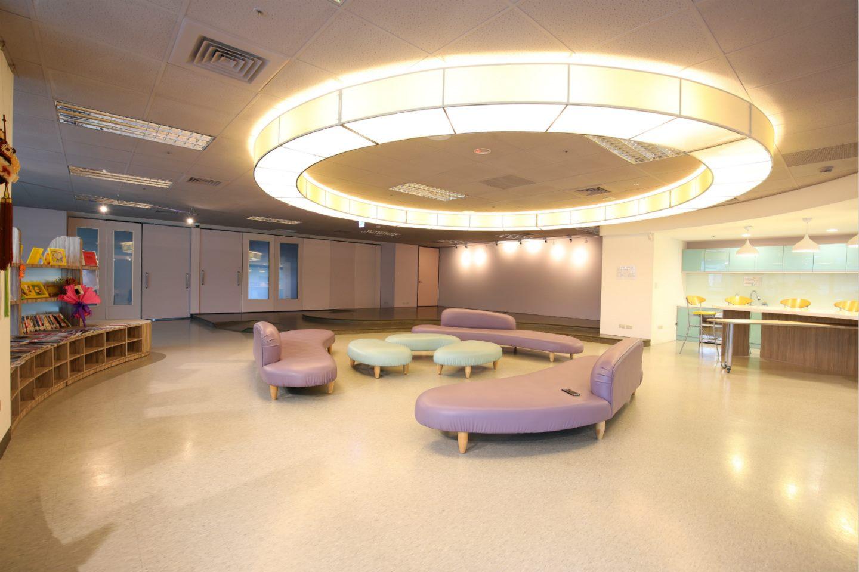 臺北婦女館不定期舉辦活動課程並提供場地租借服務