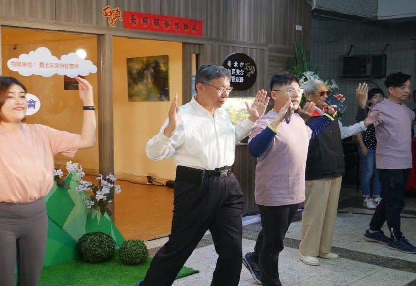 Mayor Ko attending the community integrated care service rehabilitation activity