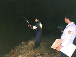 取締非法釣魚照片