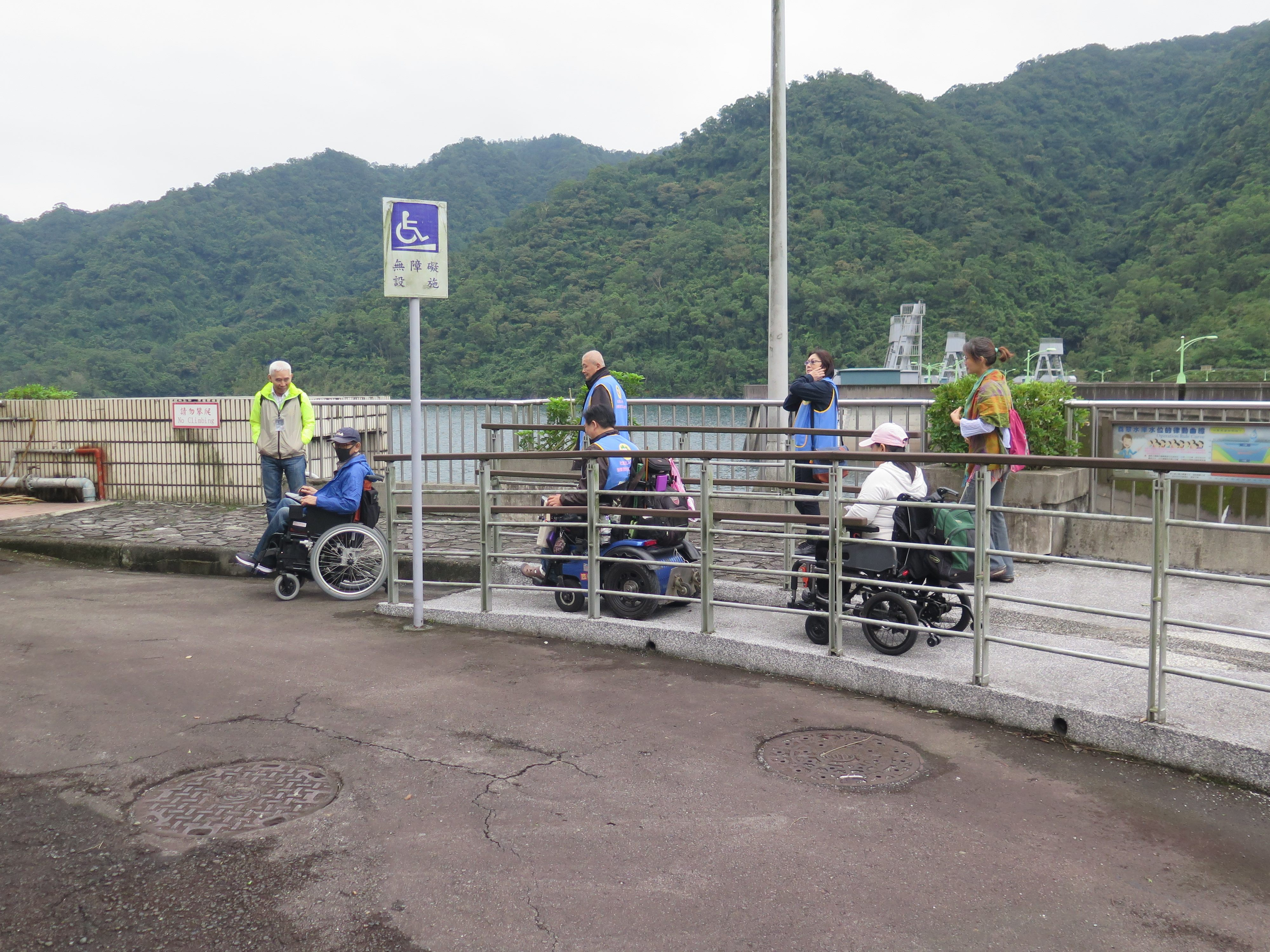 圖片說明:本局備有妥善的無障礙設方便身障民眾參觀