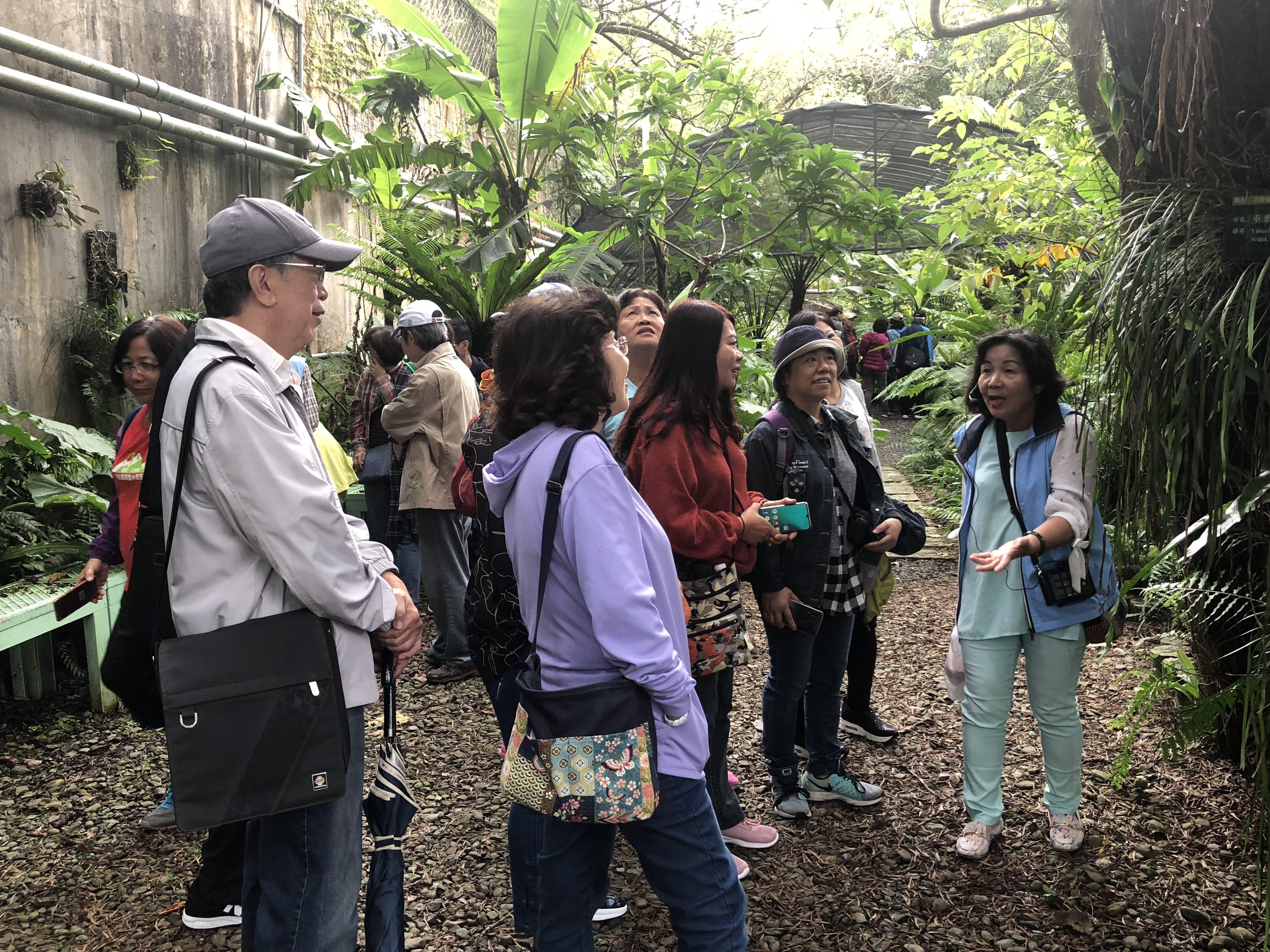圖片說明:108年11月2日(週六)志工老師帶領民眾認識水庫豐富的生態