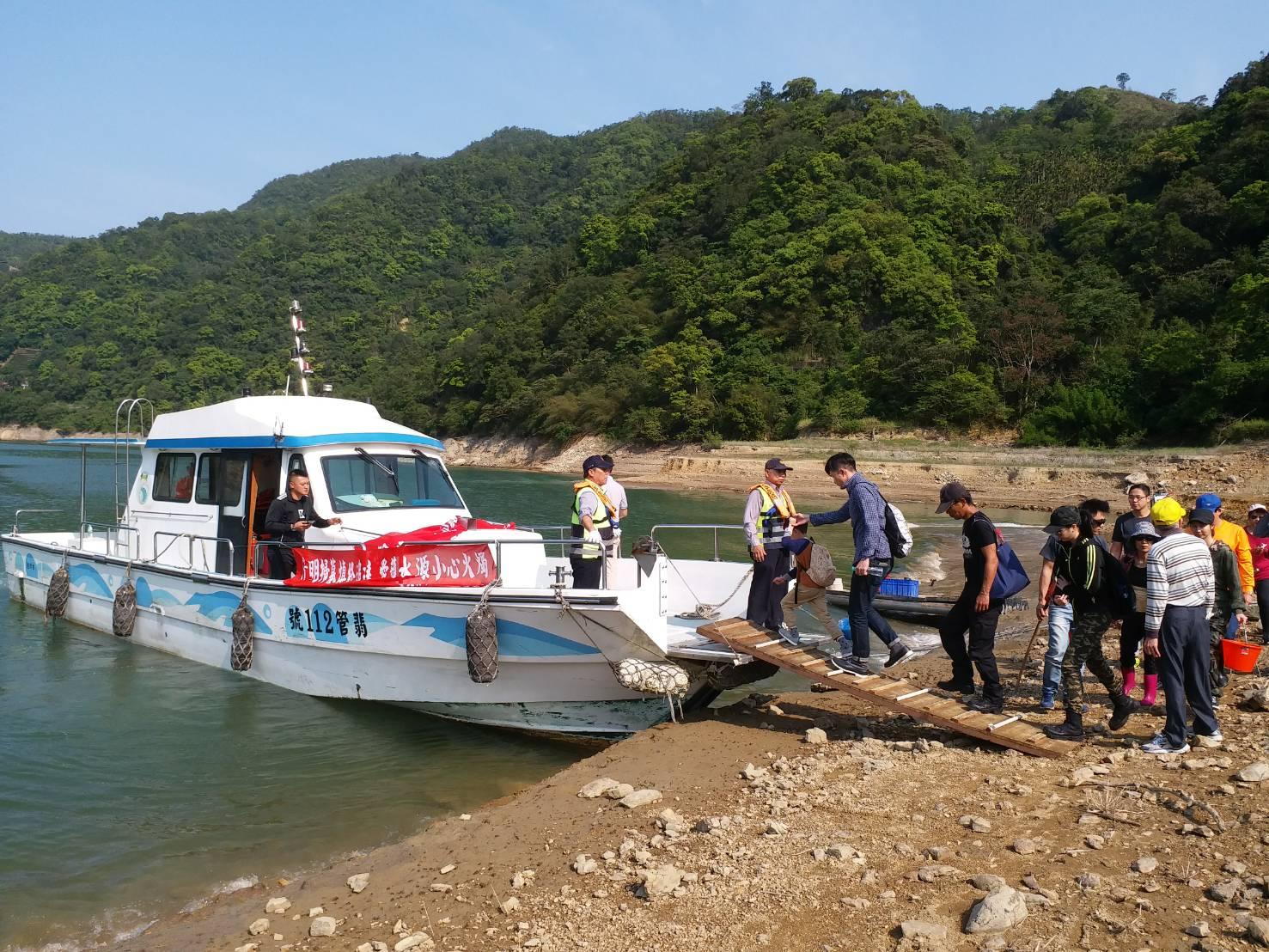 民眾搭船情形照片2