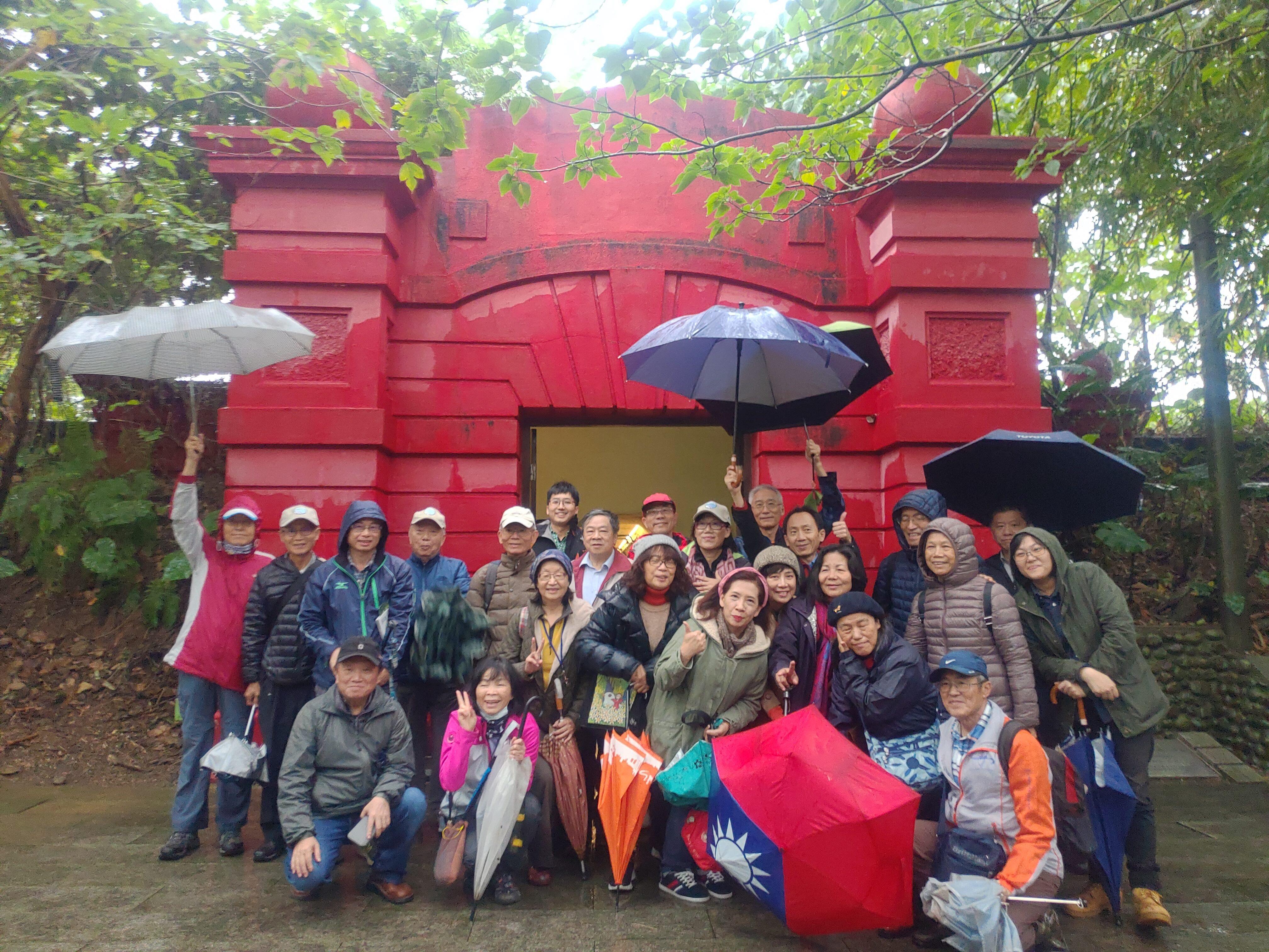 圖片說明:志工老師們參訪小觀音山蓄水池