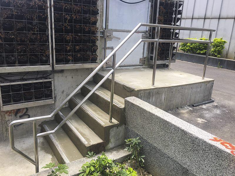 X井路面層固定式欄杆安裝