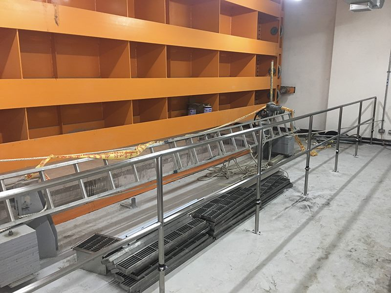 全斷面防洪閘門機房固定式欄杆安裝