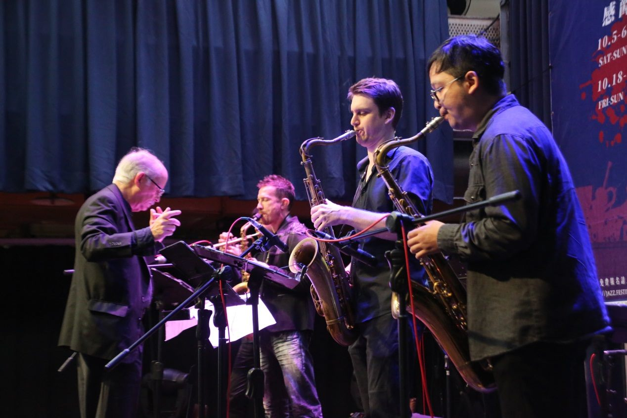 American composer Andy Jaffe (left) conducts the members of Taipei Jazz Collective at a press conference on October 23.