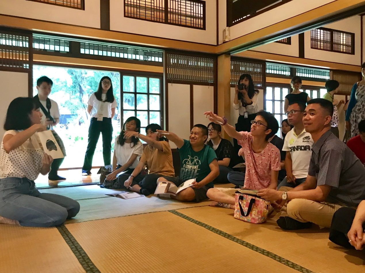 People with learning disabilities are guided to visit the Kishu An Forest of Literature in Taipei.
