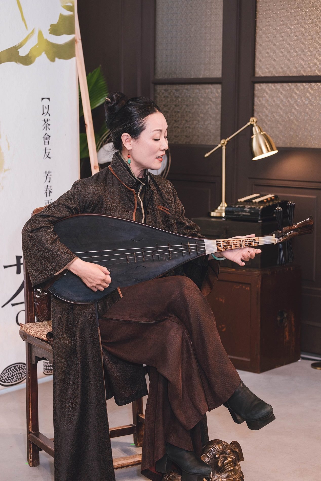 Well-known Nanguan (南管) musician Wang Xinxin performs on May 31 at a reopening and tea-sealing ceremony in the Shin Hong Choon Tea Workshop.