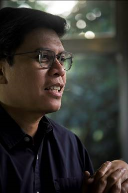 Patrick Flores is the curator of 2021 Venice Biennial Taiwan Pavilion.