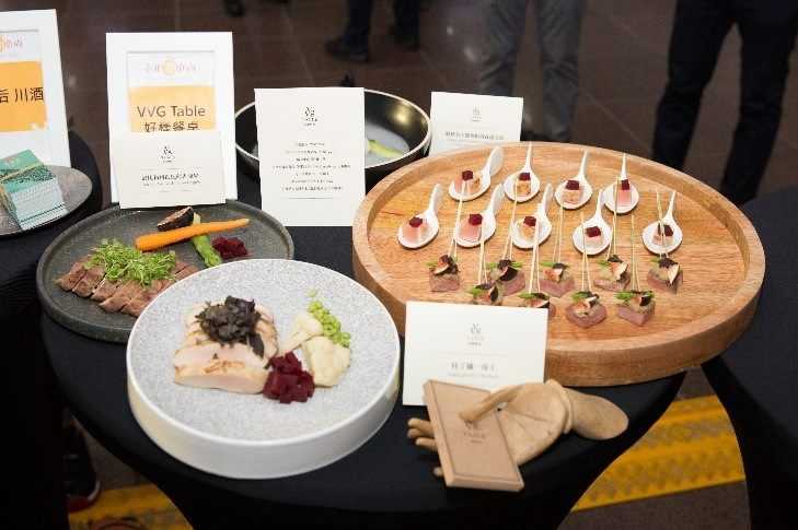 VVG Table好漾餐桌-依比利豬搭配茴香蘋果.桂丁雞一射干.圓鱈魚子醬與帕瑪森起司湯