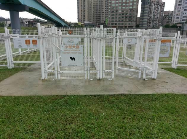 萬興狗活動區圍柵