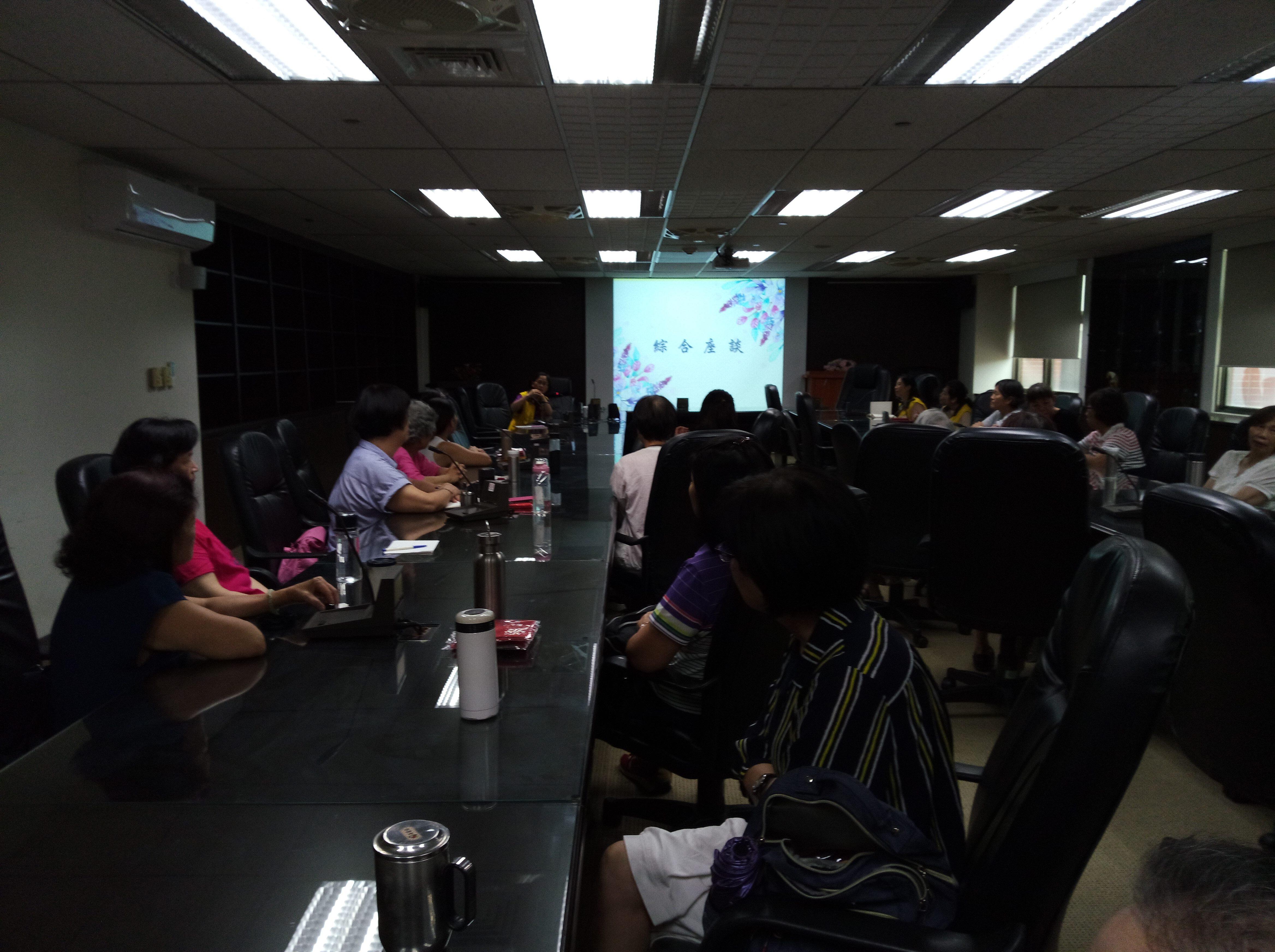 志工座談會進行提案討論情形。