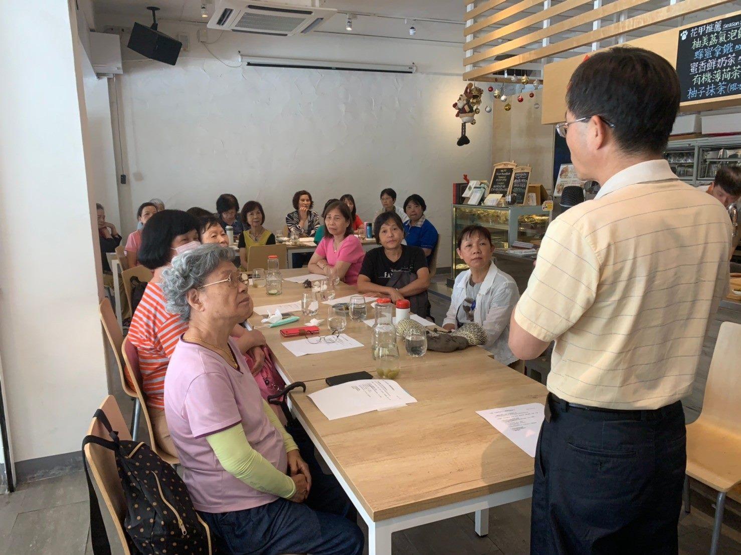 志工參與教育訓練活動「個人與居家防護措施」課程情形。