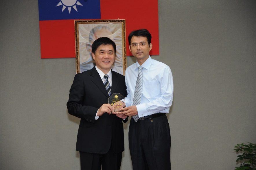 本總隊曾景良工程師榮獲臺北市政府99年度廉潔楷模照片