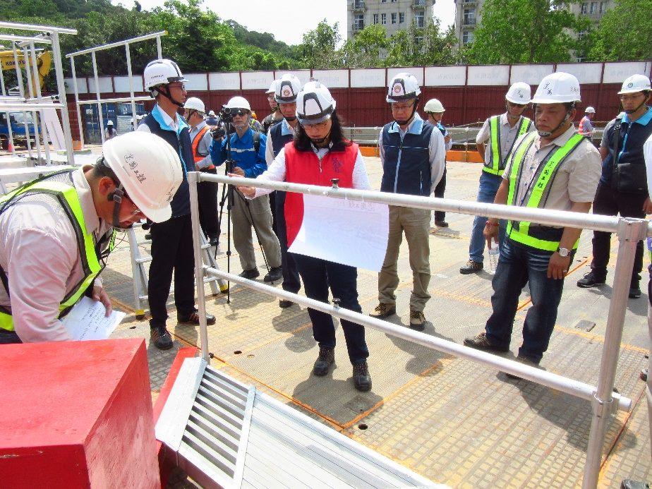 賴局長參觀建國工程研發優良的安全衛生設備3