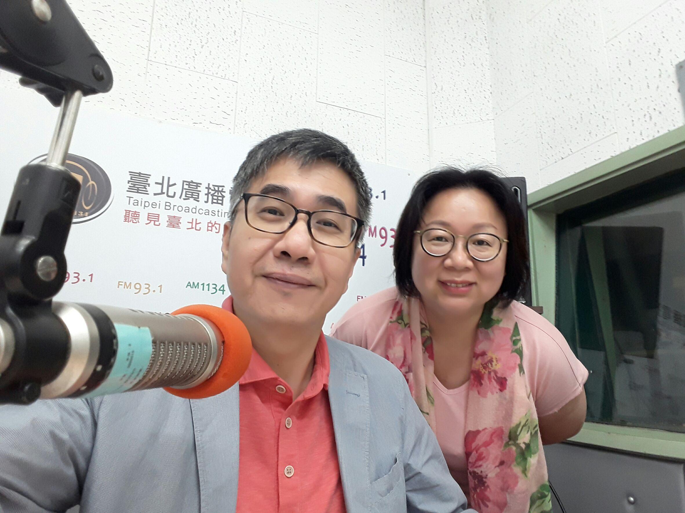 王一明(王騰懋)、梅子(張文玲)主持的《一鳴沒驚人》入圍流行音樂節目獎
