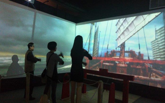學生體驗同安船的動作模式