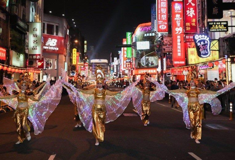 泰國新移民絢麗繽紛的彩翅與臺北燈節相輝映