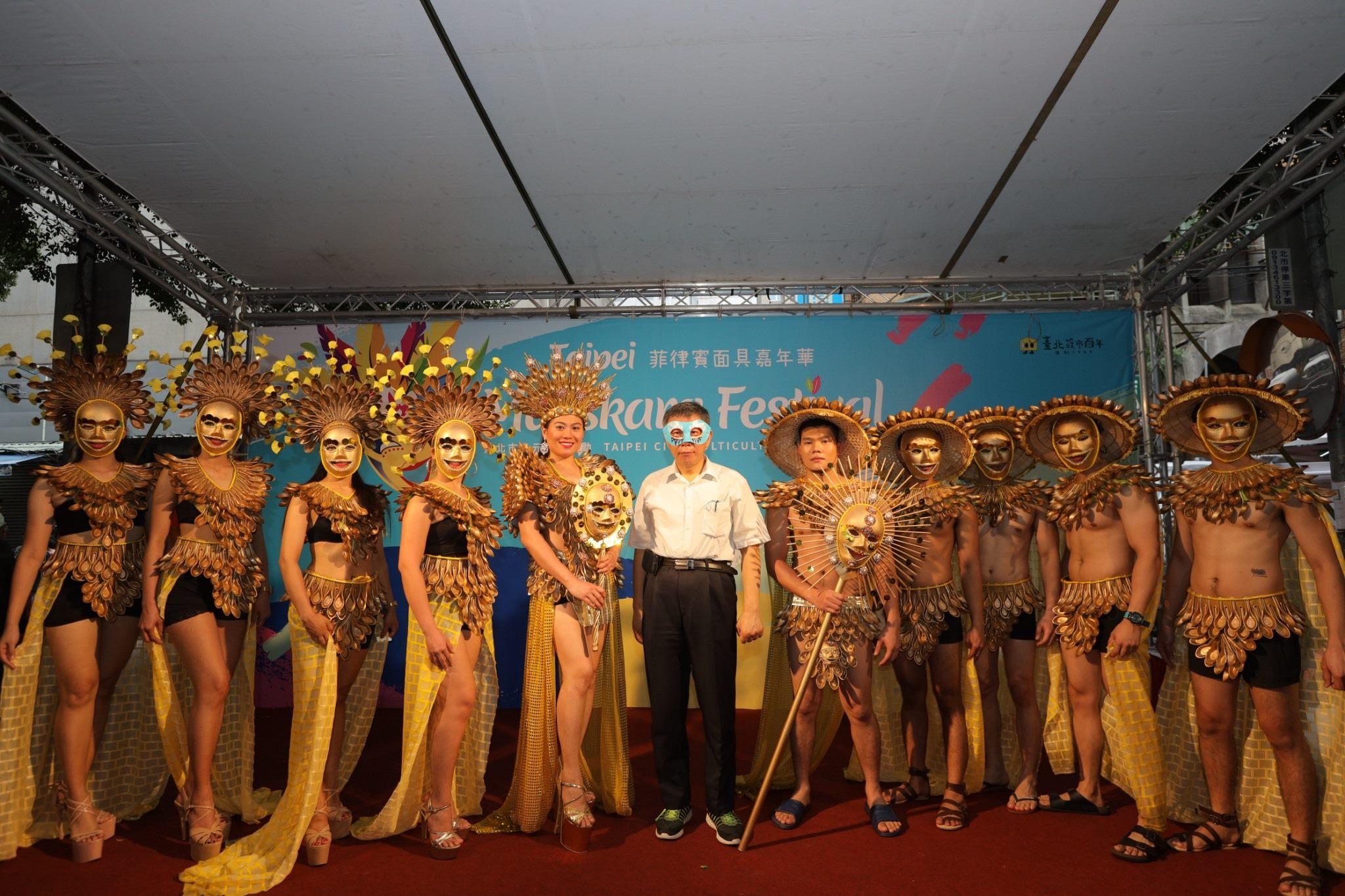 10-Rekan-rekan pekerja migran dan imigran baru menampilkan keunikan kebudayaan melalui Festival Topeng