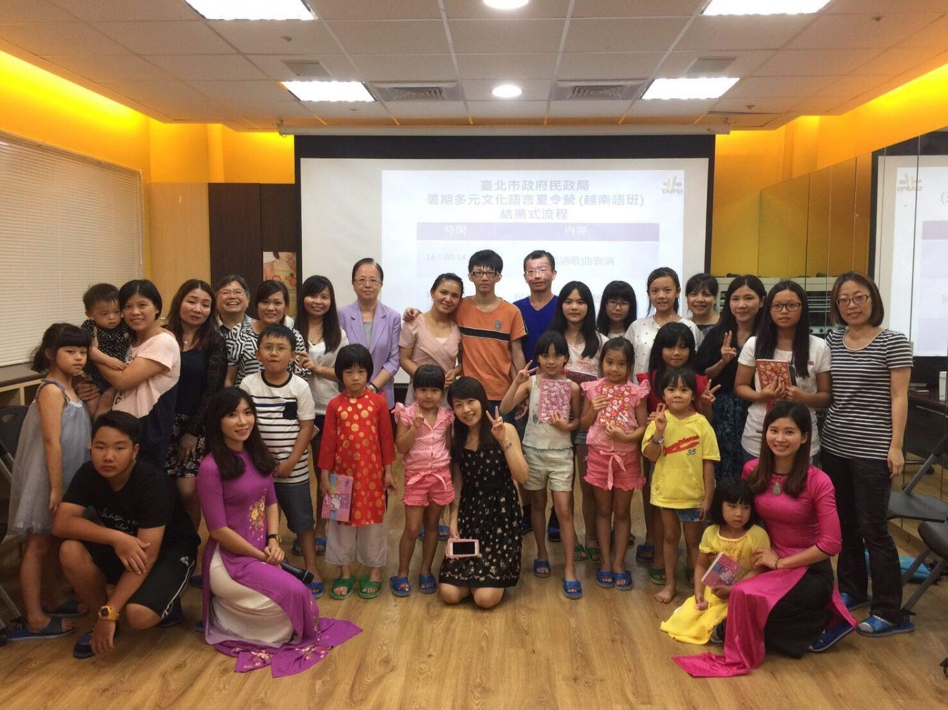 越南文課程所有學生上台合照