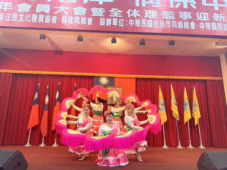 天使幸福舞團 在會員大會表演