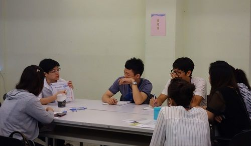 The group start discussing about the subject