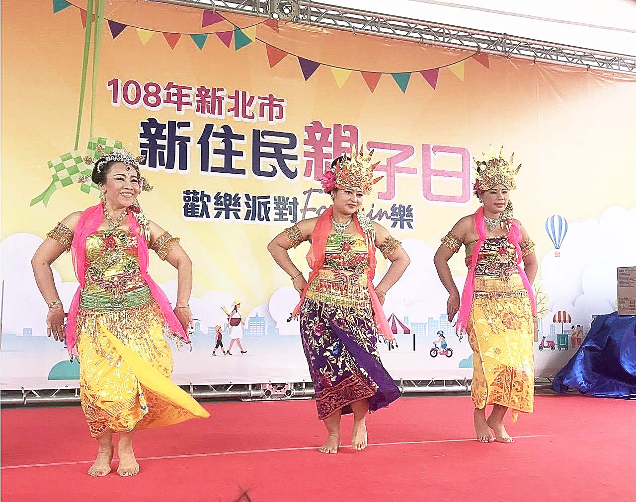 Jasmine Dance Group perform at New Taipei City Mother-Child Celebration