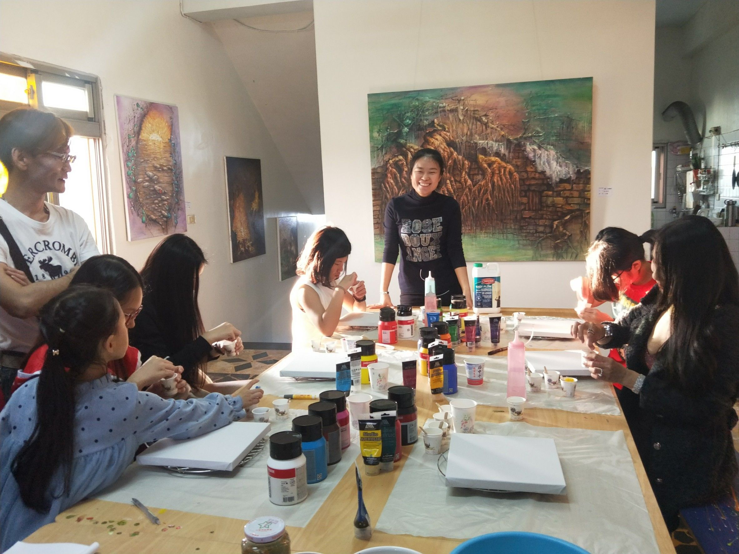 The students starting the art class