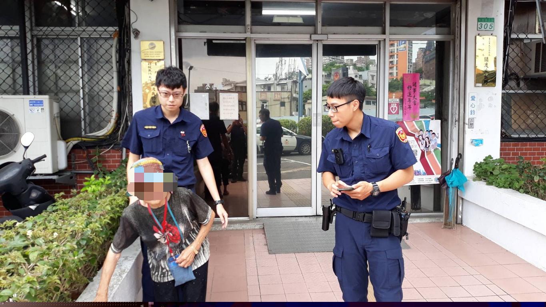 警員協助老婦尋找住處