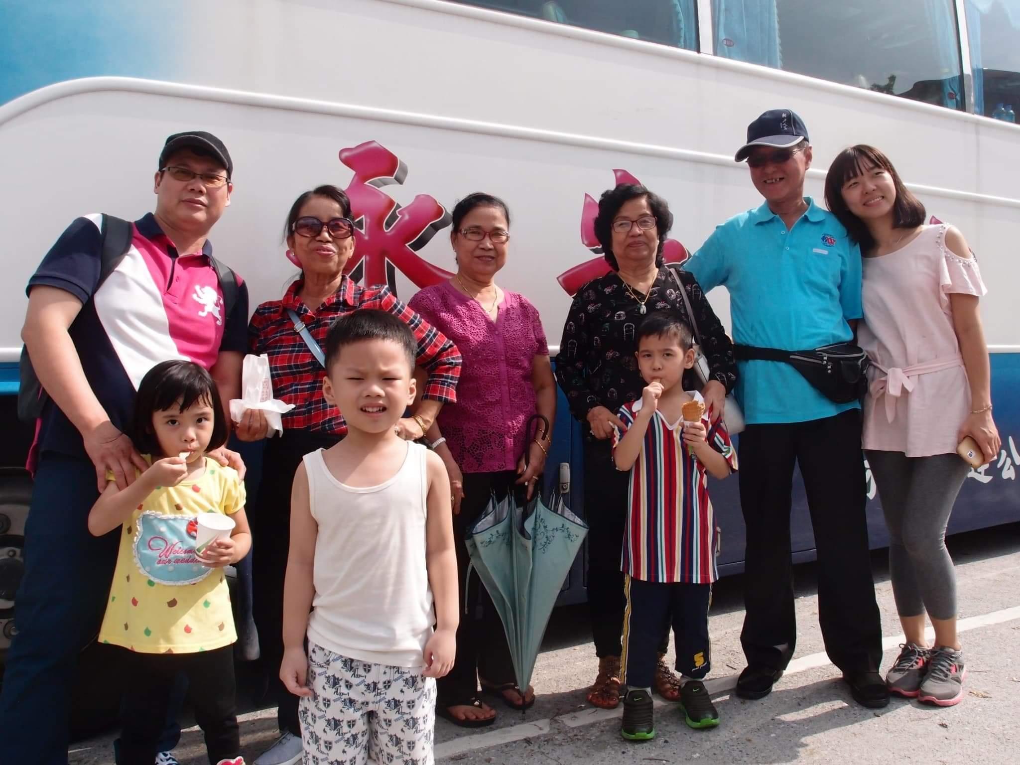 両親と旅行する貴重な写真