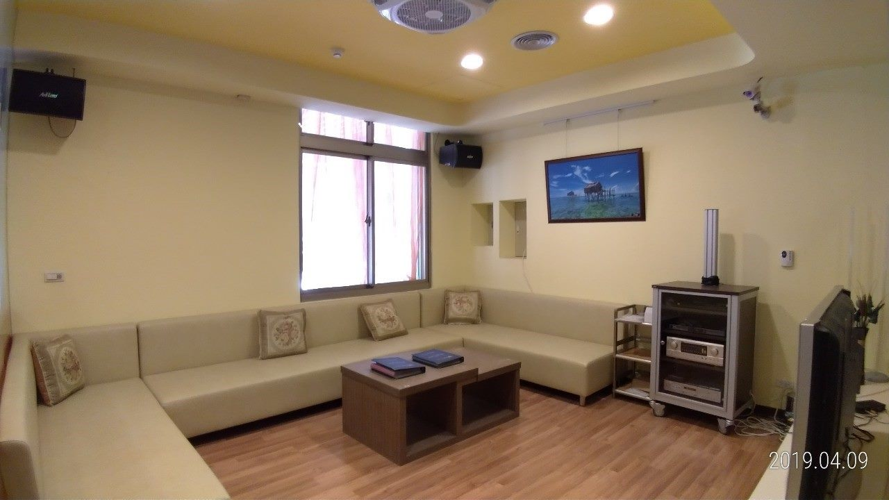 Phòng giao lưu và phòng hát Karaoke