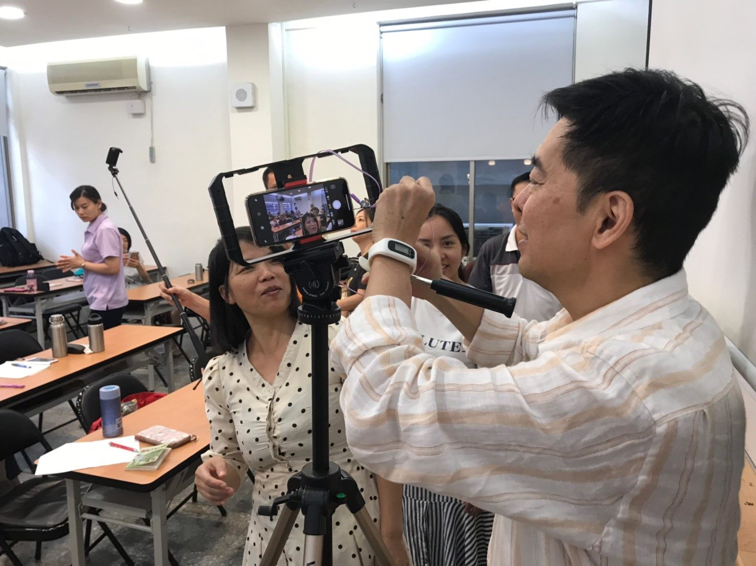 Học viên khi đang quay phim chụp hình