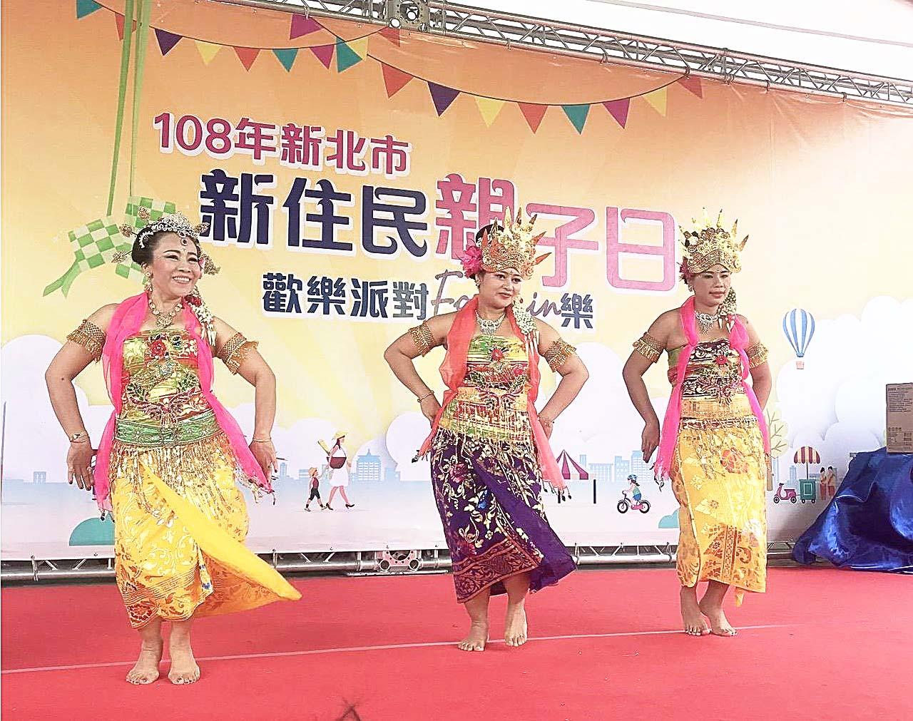 Grup Tari Melati tampil di Hari Imigran Baru