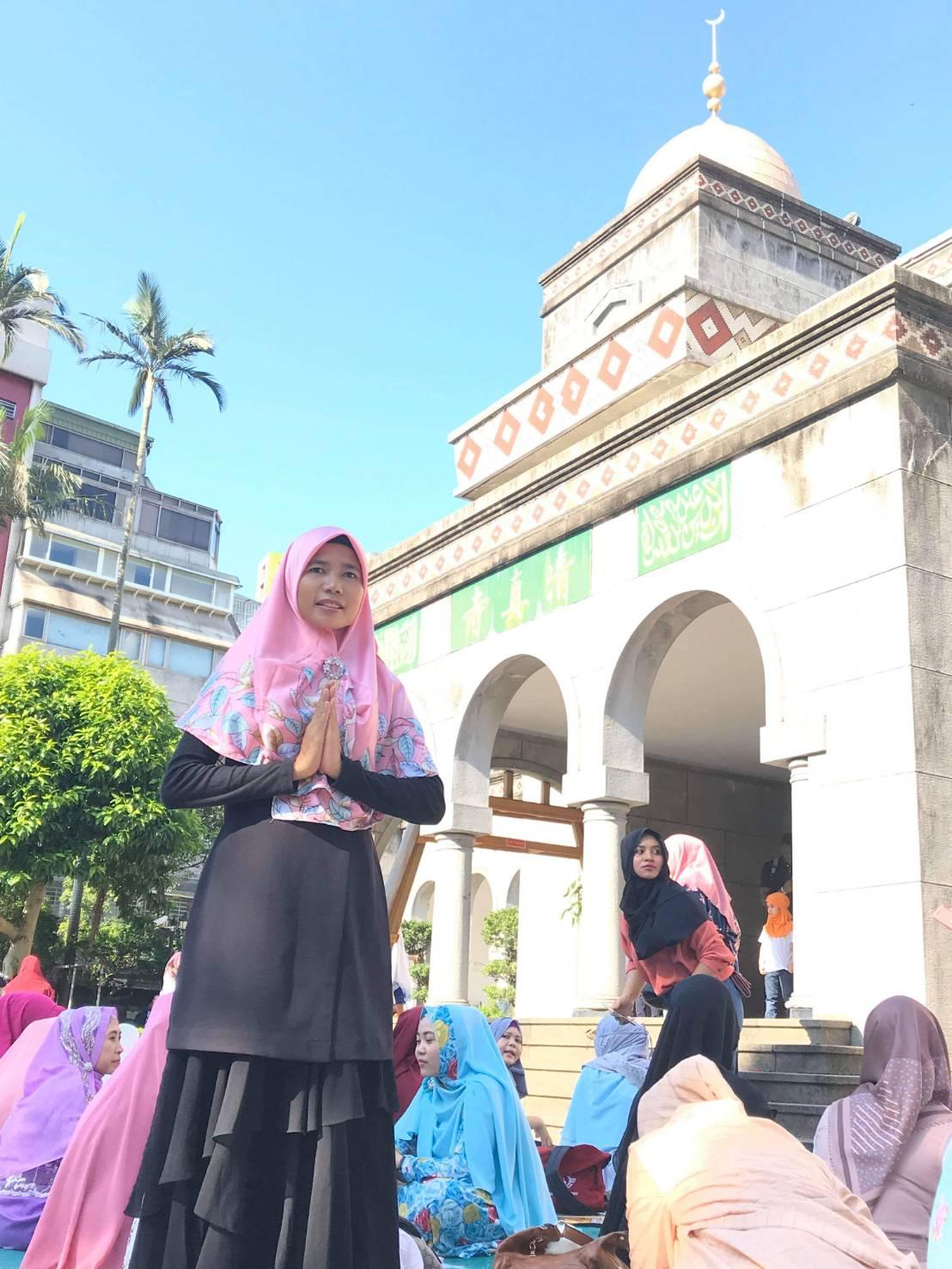 Penulis: Anny Ting dengan Masjid Agung