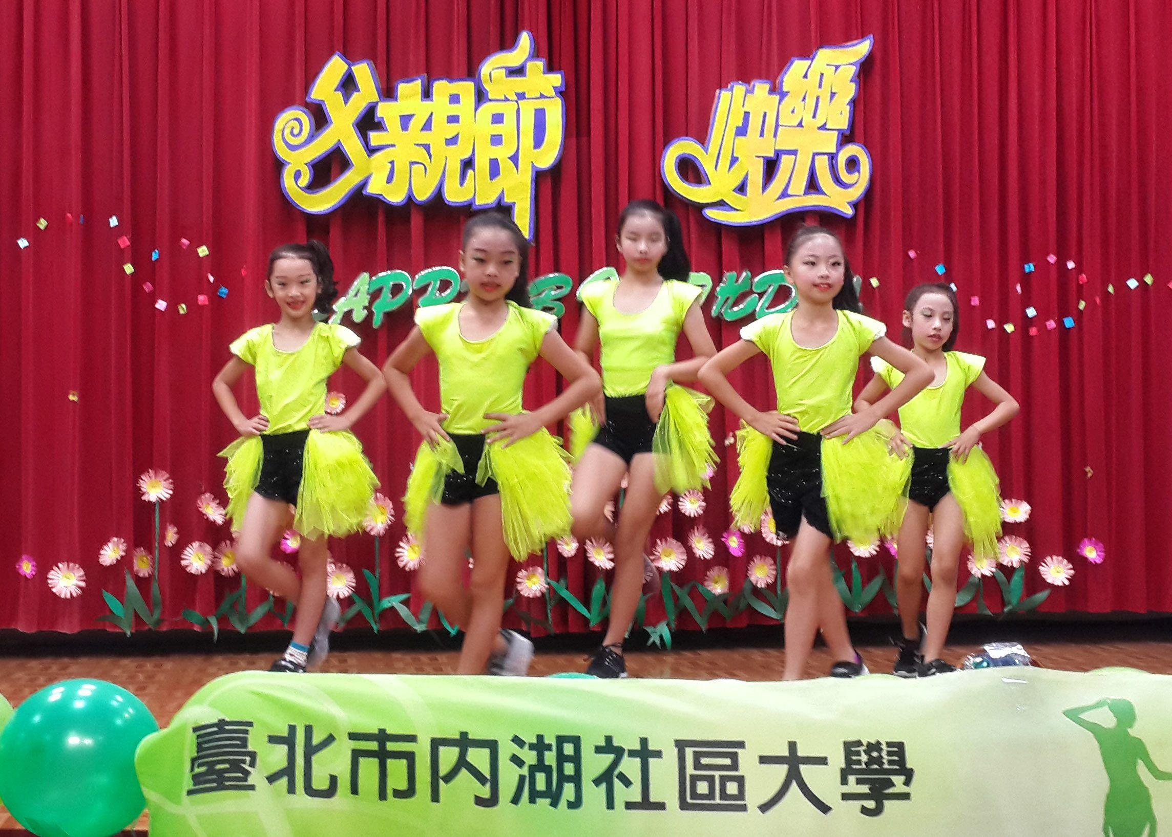 Happy Girls tampil di Peringatan Hari Ayah Wilayah Neihu