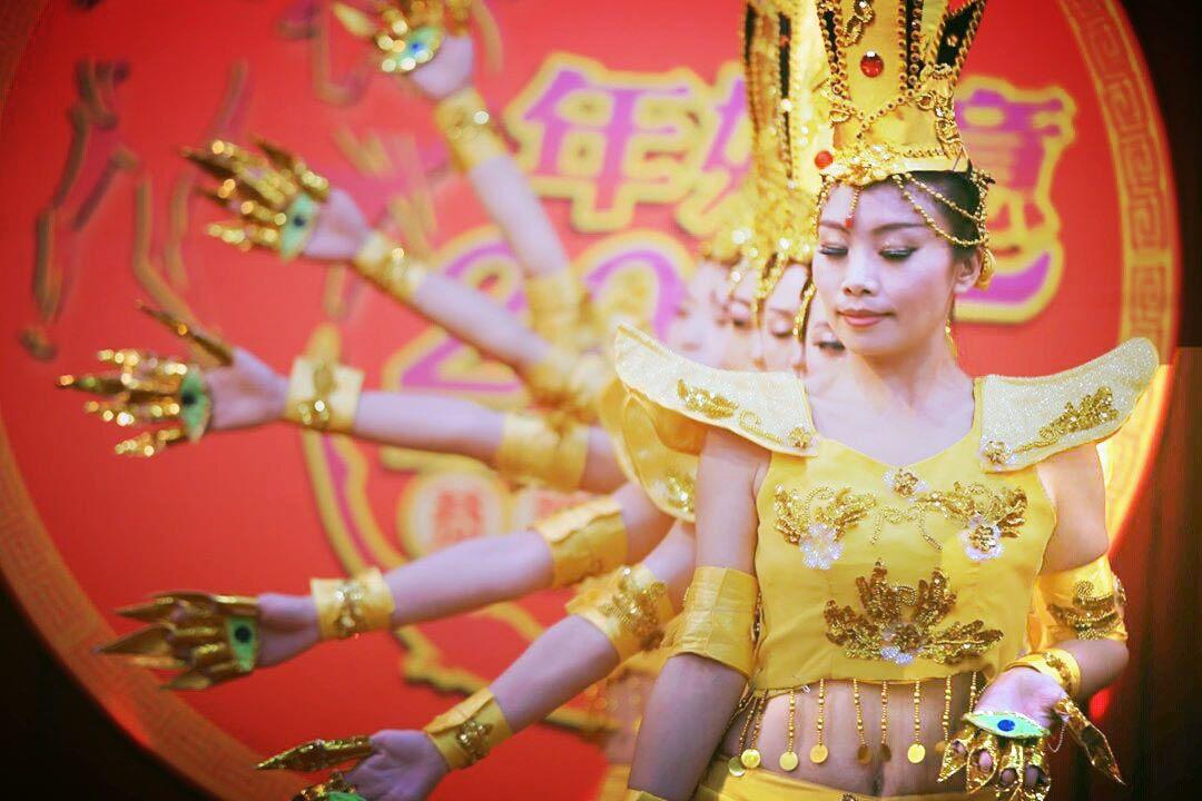Feiyang Dance tampil dengan tarian dan kostum tradisional