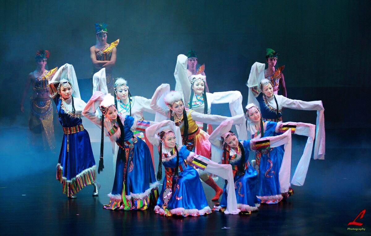 Grup Oriental Dance Hyun tampil dengan kostum tradisional