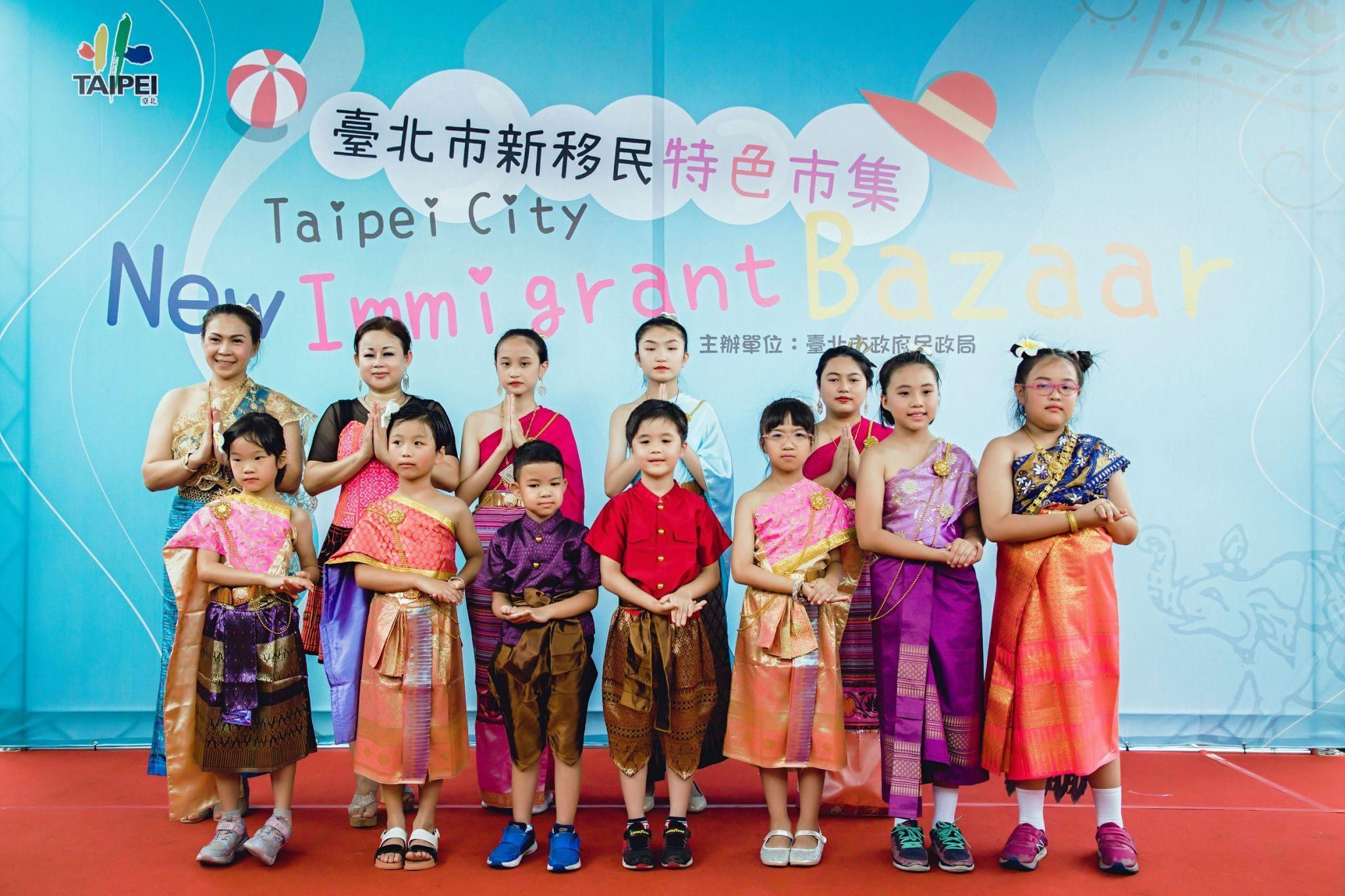 7-Perwakilan dari anak imigran baru Thailand diundang ke atas panggung