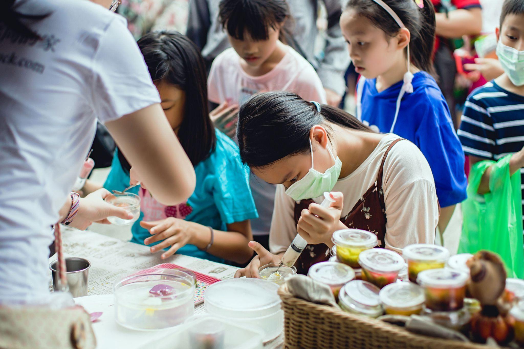 10-Antusias pengunjung ketika membuat DIY jelly 3D