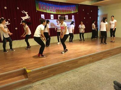 表演踢踏舞