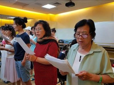 Students practicing singing2