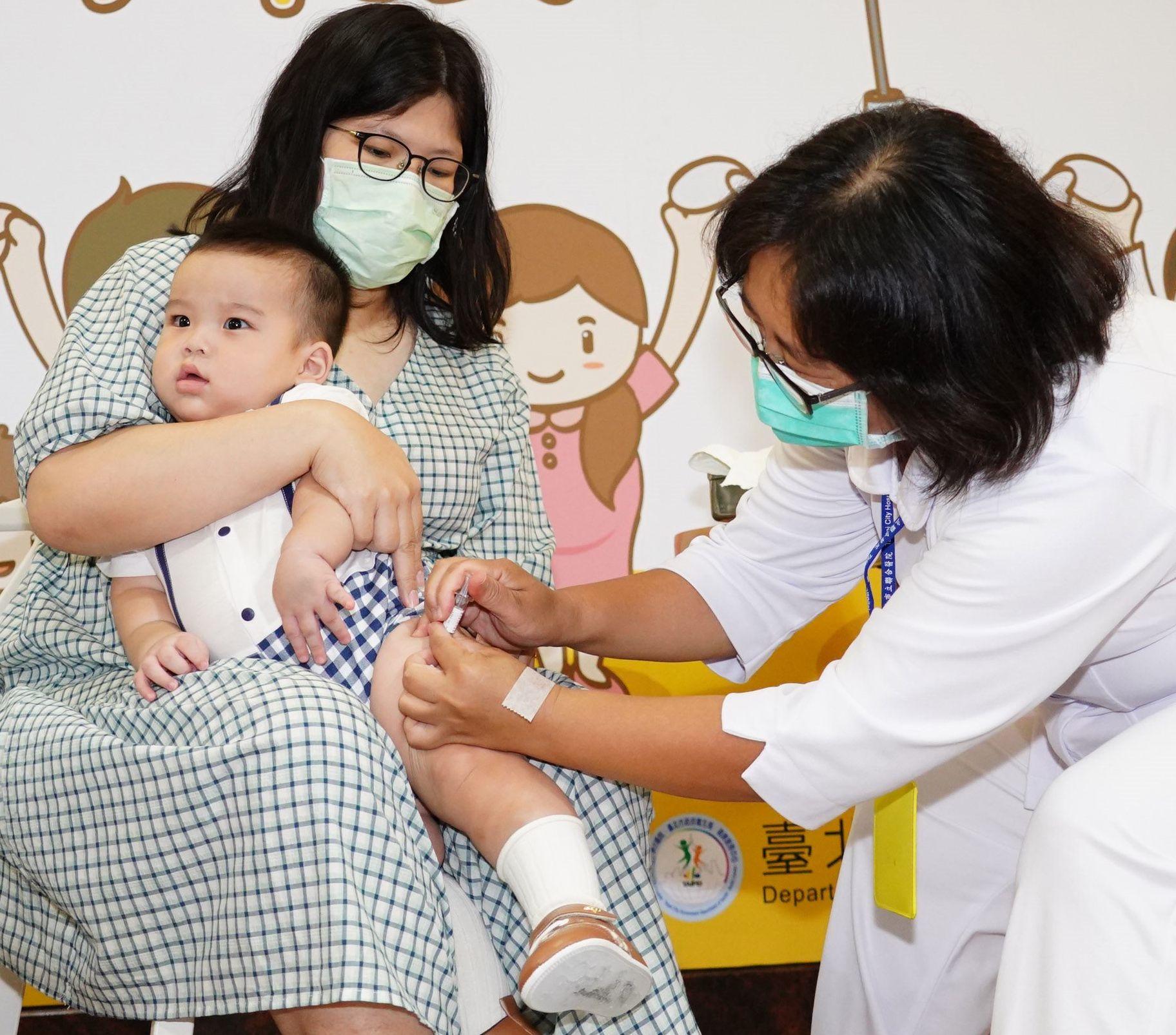A nurse administering flu shot