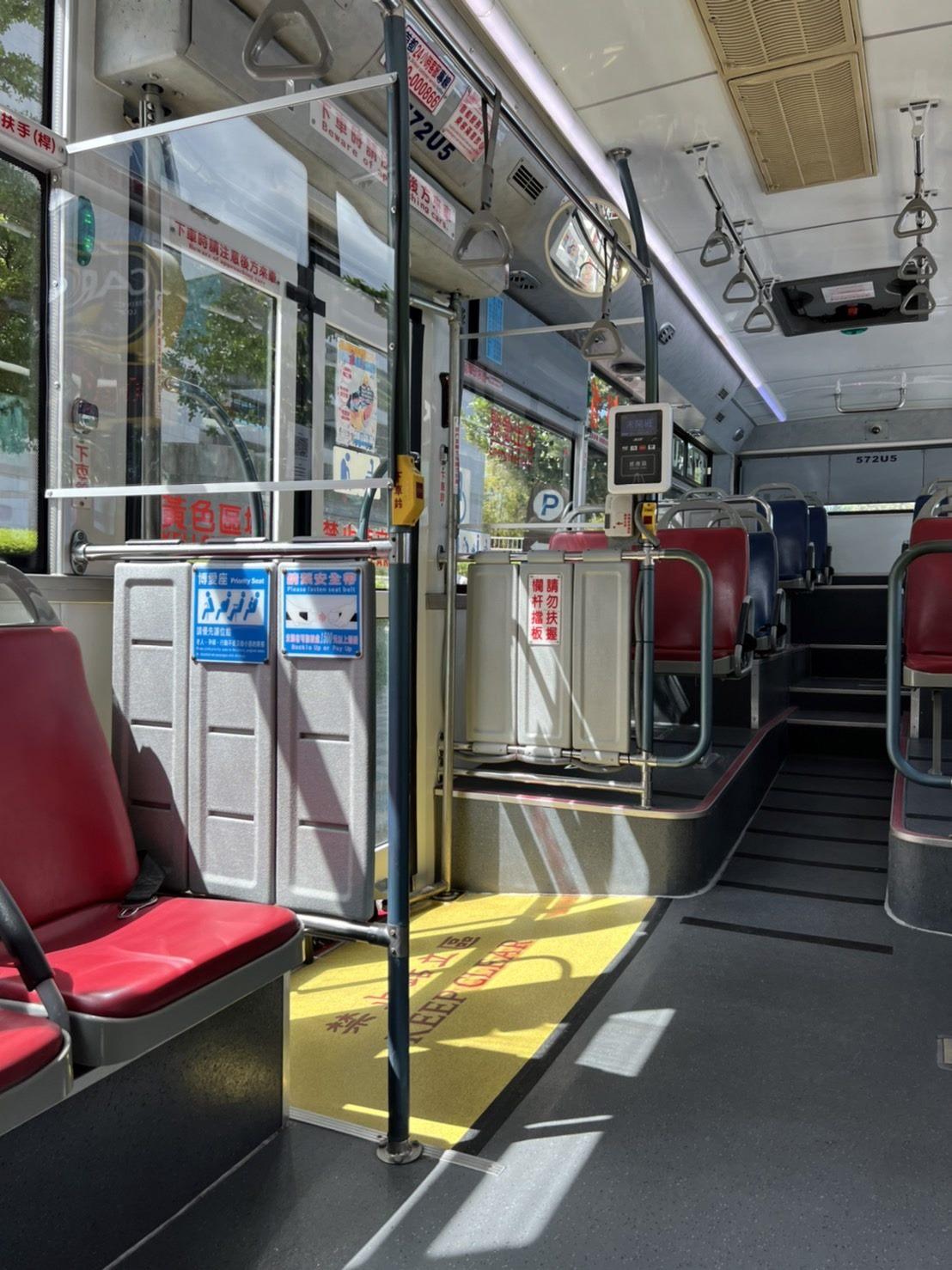 Low-floor Public Bus Adds Back Door Divider to Boost Passenger Safety