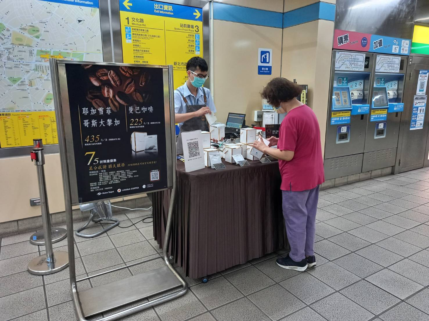 Commuters shopping at one of the MRT merchandise stalls