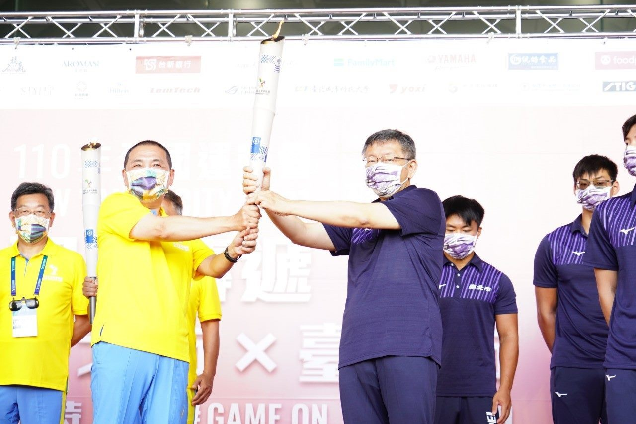 Mayor Welcomes 2021 National Games Torch Relay at City Hall