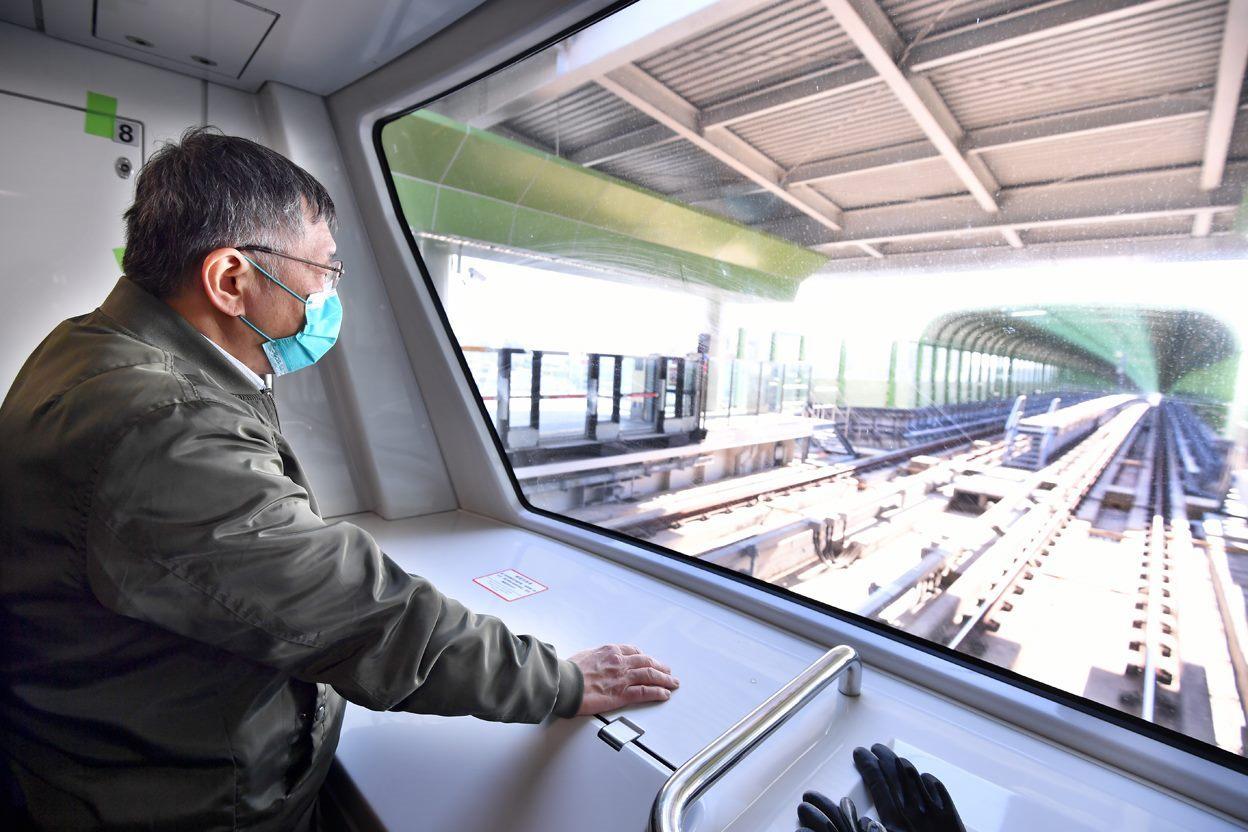 Mayor attending the stress test for TMRT's Green Line