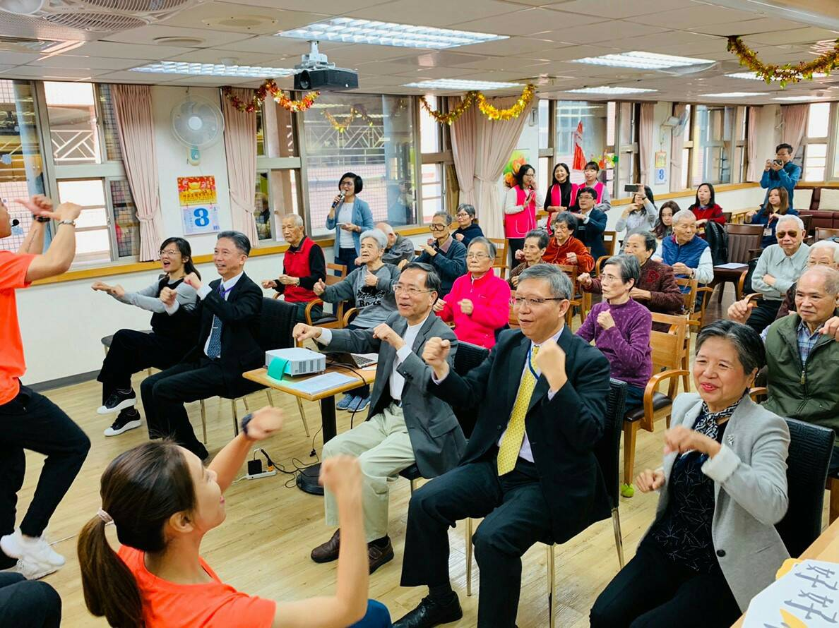 Deputy Mayor Tsai joins senior citizens during a workout class